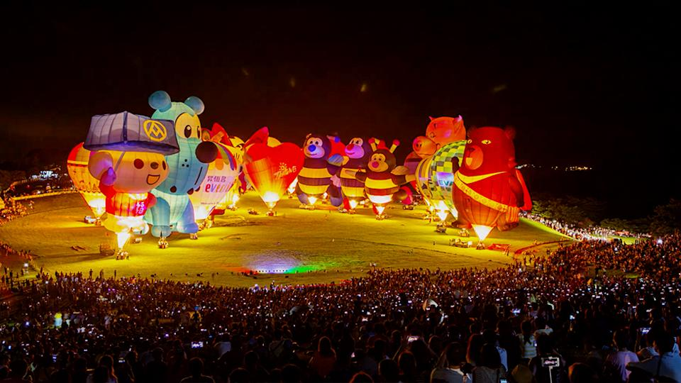 Photo shows balloons and a large crowd at the 10th Taiwan International Balloon Festival. Source: YouTube/Dj Sony
