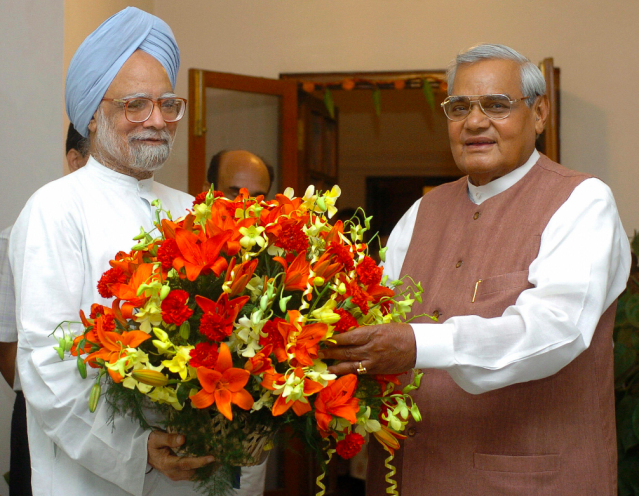 <p>Vajpayee with the former Indian prime minister Manmohan Singh. </p>
