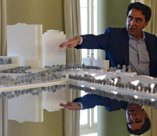 "Internationally-renowned architect  Santiago Calatrava shows the model of the ""Museum of Tomorow"""