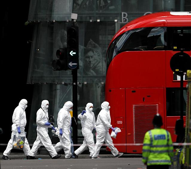 <p>Police forensic investigators work outside Borough Market in London, June 4, 2017. (Photo: Peter Nicholls/Reuters) </p>
