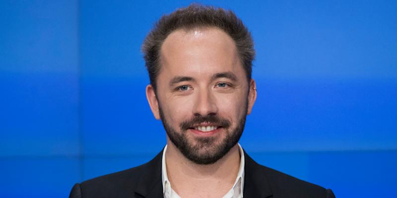 Dropbox shares fall 10% despite reporting impressive earnings
