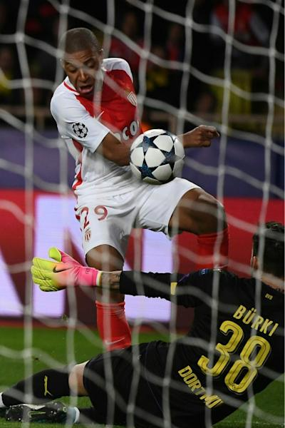 Monaco's Kylian Mbappe Lottin confronts Dortmund's goalkeeper Roman Buerki during the UEFA Champions League match on April 19, 2017
