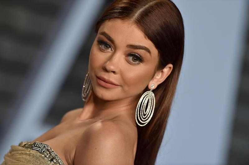 Sarah Hyland Shows Shocking Photo Of Her Swollen Face & Reveals 'Painful' Hospitalization
