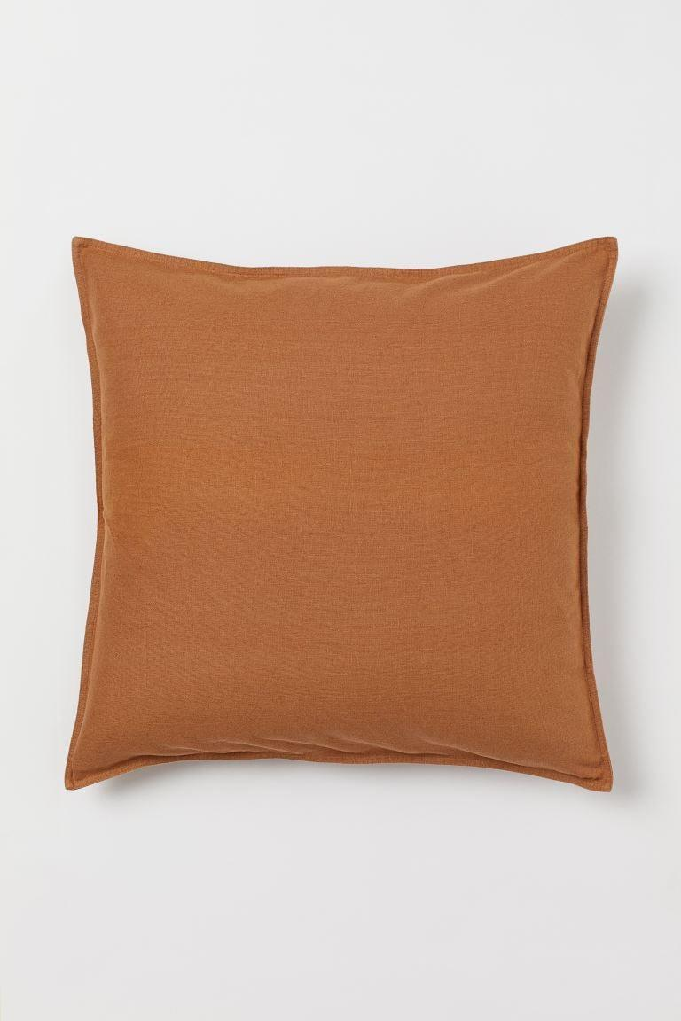 <p>We love the shade of this <span>H&amp;M Washed Linen Cushion Cover</span> ($18) for fall.</p>