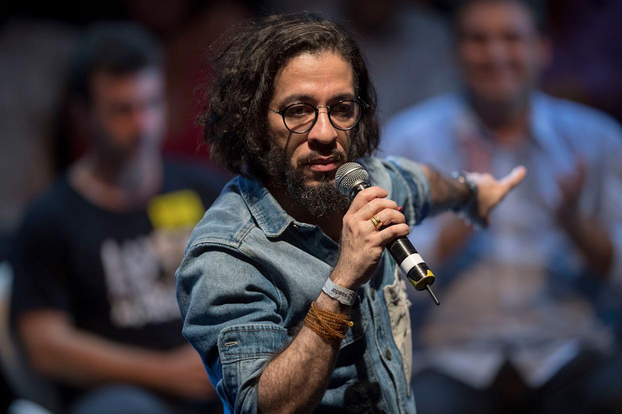 Jean Wyllys speaks during a rally of Brazilian leftist parties at Circo Voador in Rio de Janeiro on April 2, 2018. (Photo: MAURO PIMENTEL via Getty Images)