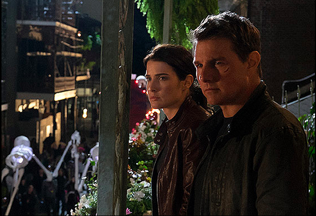 Tom Cruise and Cobie Smulders in 'Jack Reacher: Never Go Back'