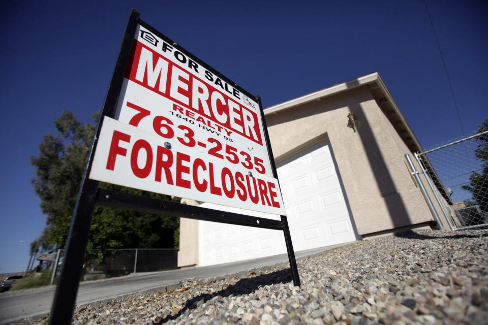 A foreclosed home is seen in Bullhead City, Arizona, November 4, 2009.  REUTERS/Lucy Nicholson (UNITED STATES BUSINESS)