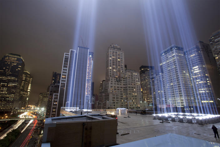 """The """"Tribute in Lights"""" illuminates the sky over lower Manhattan on the eighth anniversary of the attack on the World Trade Center in New York September 11, 2009. (REUTERS/Lucas Jackson)"""