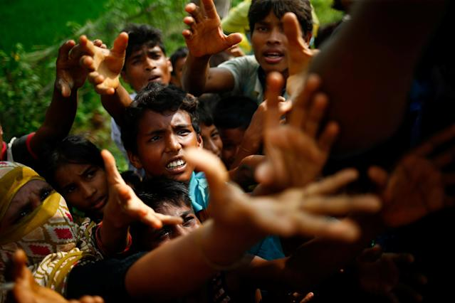 <p>Rohingya refugees stretch their hands for food near Balukhali in Coxís Bazar, Bangladesh, Sept. 4, 2017. (Photo: Mohammad Ponir Hossain/Reuters) </p>
