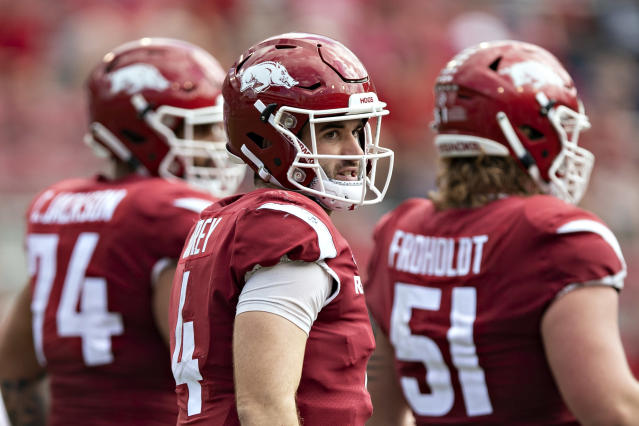 "QB Ty Storey (C) and the <a class=""link rapid-noclick-resp"" href=""/ncaaf/teams/arkansas/"" data-ylk=""slk:Arkansas Razorbacks"">Arkansas Razorbacks</a> didn't have much success on the field this season, but a massive recruiting class might change that in the near future. (AP)"