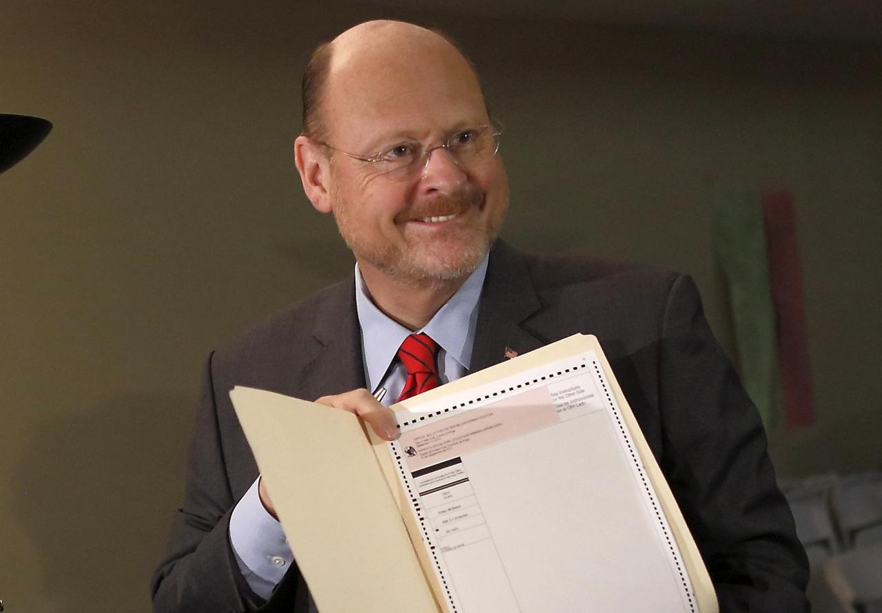 New York City Republican mayoral candidate Joe Lhota shows his ballot after voting in the Republican primary election in the Brooklyn borough of New York September 10, 2013. REUTERS/Brendan McDermid (UNITED STATES - Tags: POLITICS ELECTIONS)