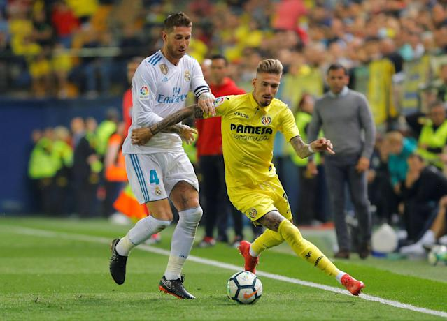 Soccer Football - La Liga Santander - Villarreal vs Real Madrid - Estadio de la Ceramica, Villarreal, Spain - May 19, 2018 Real Madrid's Sergio Ramos in action with Villarreal's Samu Castillejo REUTERS/Heino Kalis