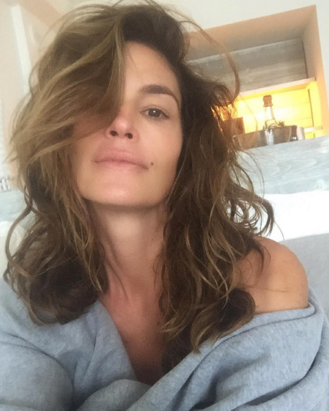 <p>Supermodel Cindy Crawford is stunning in her first of two selfies sans makeup. <i>(Photo: Instagram)</i></p>