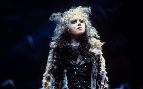 Elaine Page in Cats