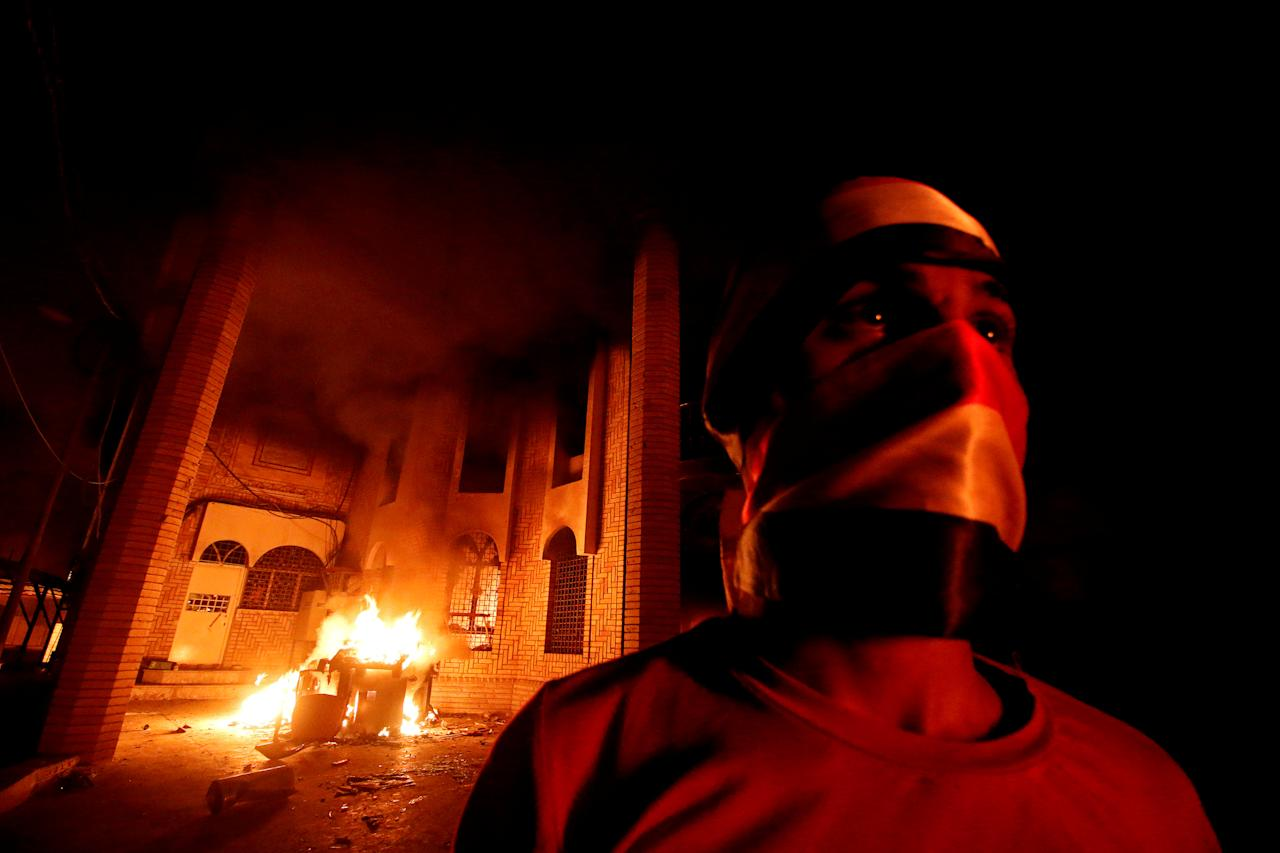 <p>Iraqi protesters burn the Iranian Consulate in Basra, Iraq, Sept. 7, 2018. (Photo: Essam al-Sudani/Reuters) </p>