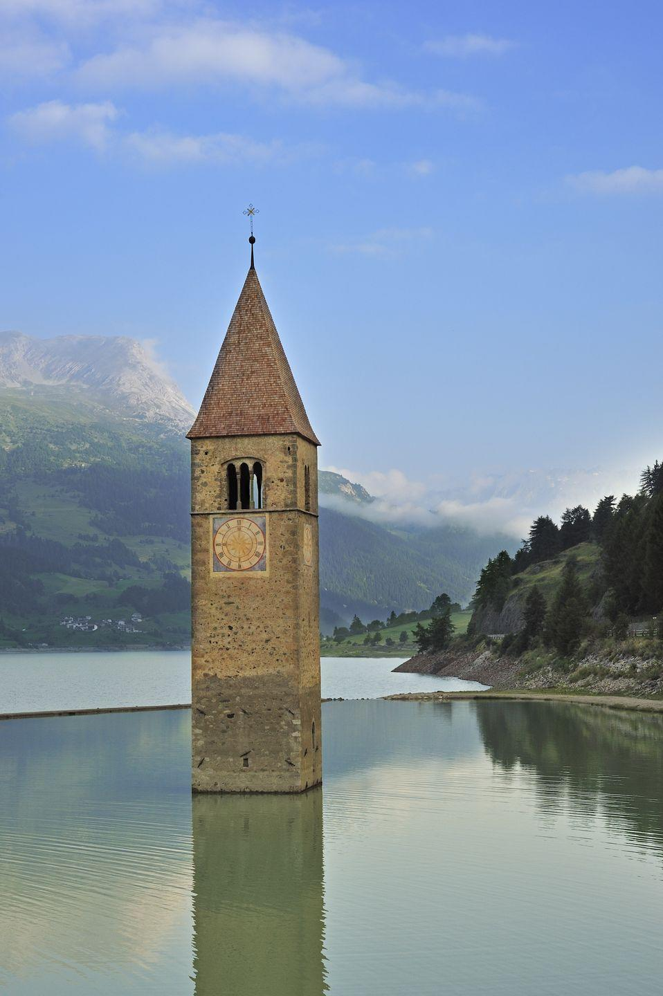 <p>The lake sits near Italy's border with Austria and Switzerland.</p>