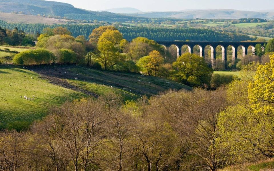 Cynghordy Railway Viaduct near Llandovery, Carmarthenshire, serves the Heart of Wales railway line from Swansea to Shrewsbury - Alamy