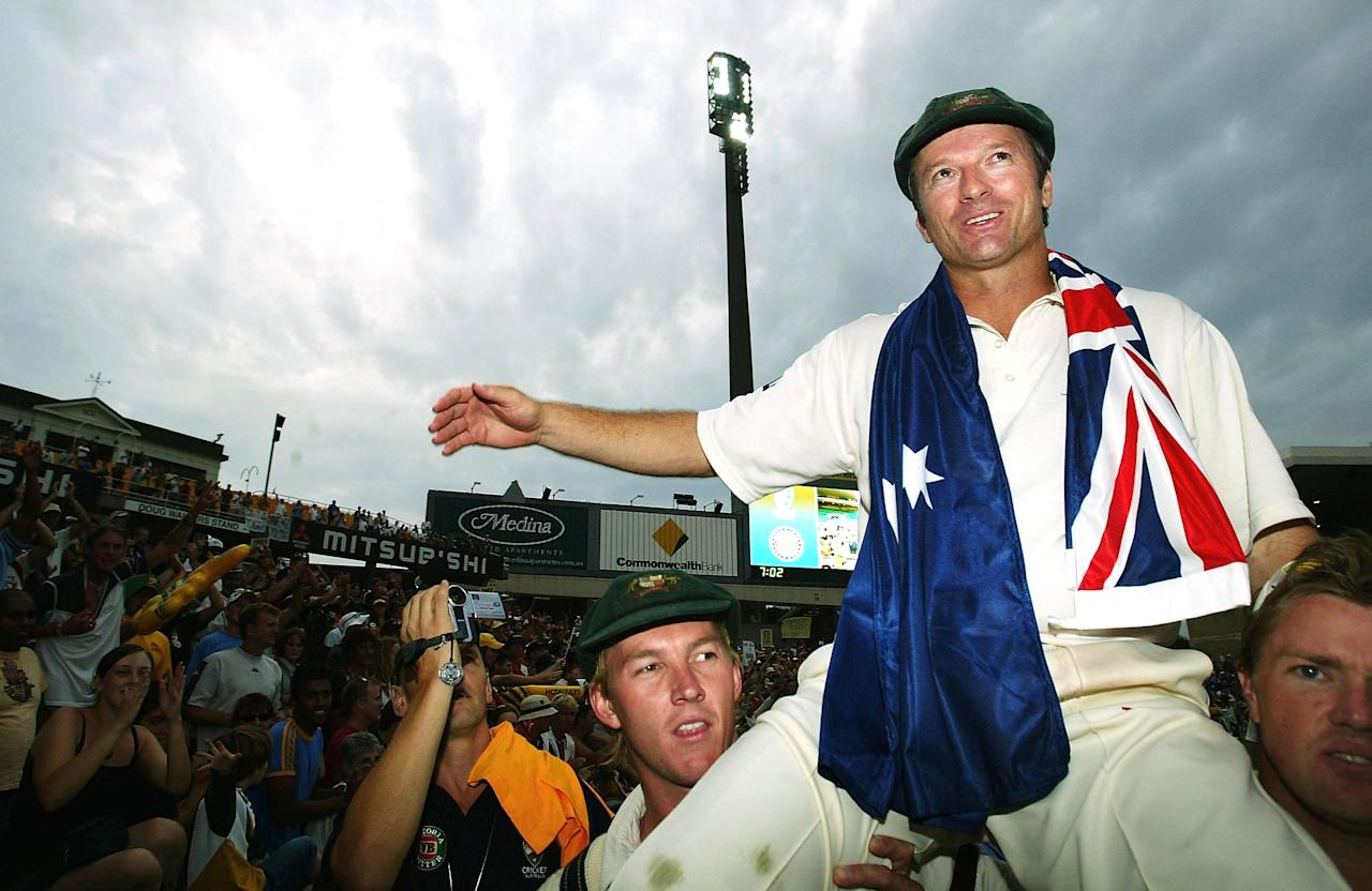 SYDNEY, AUSTRALIA - JANUARY 6:  Steve Waugh of Australia does a lap of honour after retiring from Test Cricket after day five of the 4th Test between Australia and India at the SCG on January 6, 2004 in Sydney, Australia. (Photo by Hamish Blair/Getty Images)