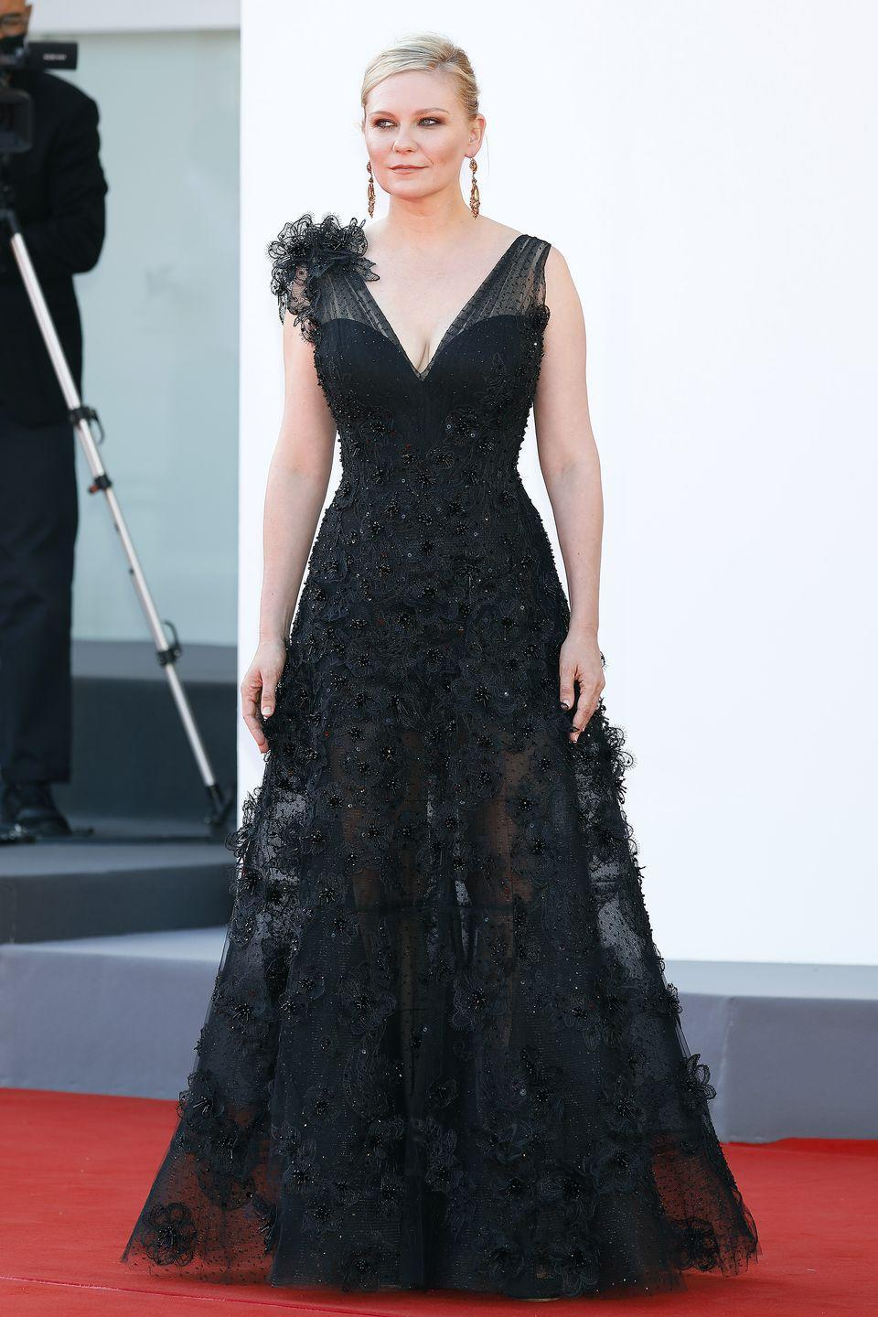 <p>Kirsten Dunst arrived in a stunning black embellished gown on the red carpet. </p>