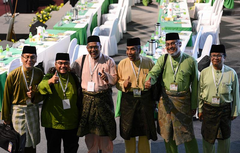File picture shows Dr Dzulkefly Ahmad, Parit Buntar MP Datuk Dr. Mujahid Yusof Rawa, Sepang MP Mohamed Hanipa Maidin, Kuala Krai MP Dr Mohd Hatta Ramli, Shah Alam MP Khalid Samad and Mohd Anuar Mohd Tahir who were part of the progressives booted out of PAS. — File pic