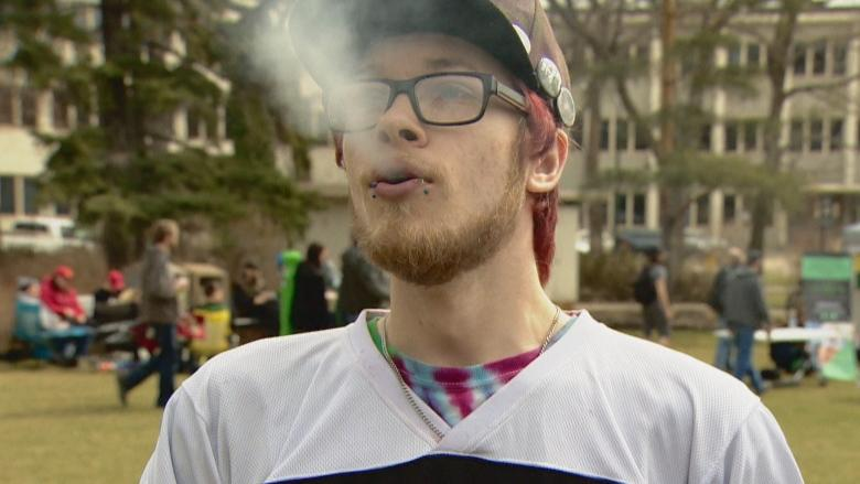 More than 1,000 revellers light up Edmonton 420 rally