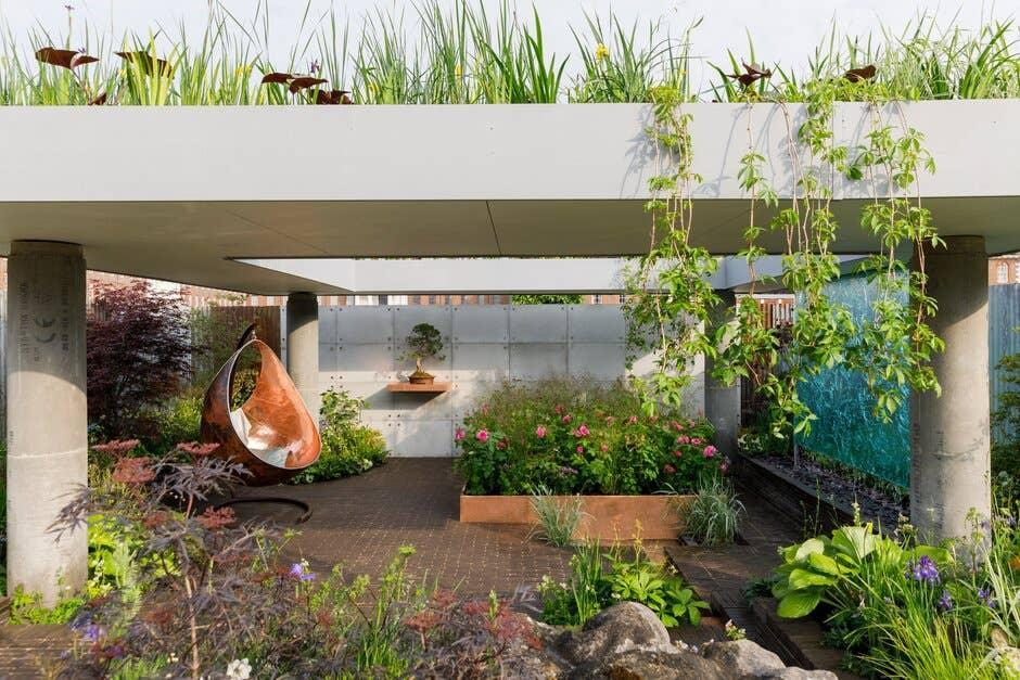 <p>The Silent Pool Gin Garden, designed by David Neale, exhibited at the RHS Chelsea Flower Show 2019</p> (RHS / Neil Hepworth)