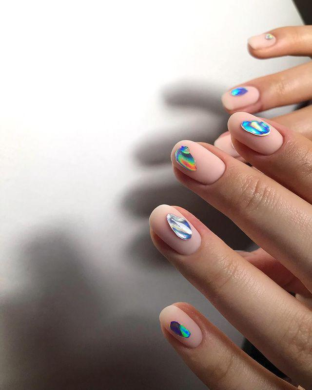 """<p>One for you minimalist nail art lovers. Ask for random sections of holographic foil over a matte, nude base.</p><p><a href=""""https://www.instagram.com/p/BuBOecEBIK5/"""" rel=""""nofollow noopener"""" target=""""_blank"""" data-ylk=""""slk:See the original post on Instagram"""" class=""""link rapid-noclick-resp"""">See the original post on Instagram</a></p>"""