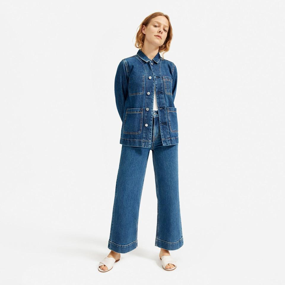 """<p><strong>everlane</strong></p><p>everlane.com</p><p><strong>$88.00</strong></p><p><a href=""""https://go.redirectingat.com?id=74968X1596630&url=https%3A%2F%2Fwww.everlane.com%2Fproducts%2Fwomens-denim-chore-jacket-darkindigo&sref=https%3A%2F%2Fwww.goodhousekeeping.com%2Fbeauty%2Ffashion%2Fg32585880%2Frainy-day-outfits%2F"""" rel=""""nofollow noopener"""" target=""""_blank"""" data-ylk=""""slk:Shop Now"""" class=""""link rapid-noclick-resp"""">Shop Now</a></p><p>A<a href=""""https://www.goodhousekeeping.com/clothing/g30629018/oversized-denim-jacket-styles/"""" rel=""""nofollow noopener"""" target=""""_blank"""" data-ylk=""""slk:denim jacket"""" class=""""link rapid-noclick-resp""""> denim jacket</a> is a perfect transitional piece no matter the season. Layer under a trench coat on cooler days or wear by itself during a warm drizzle. </p>"""