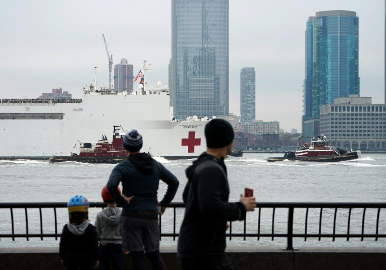 The USNS Comfort medical ship moves up the Hudson River as it arrives on March 30, 2020 in New York
