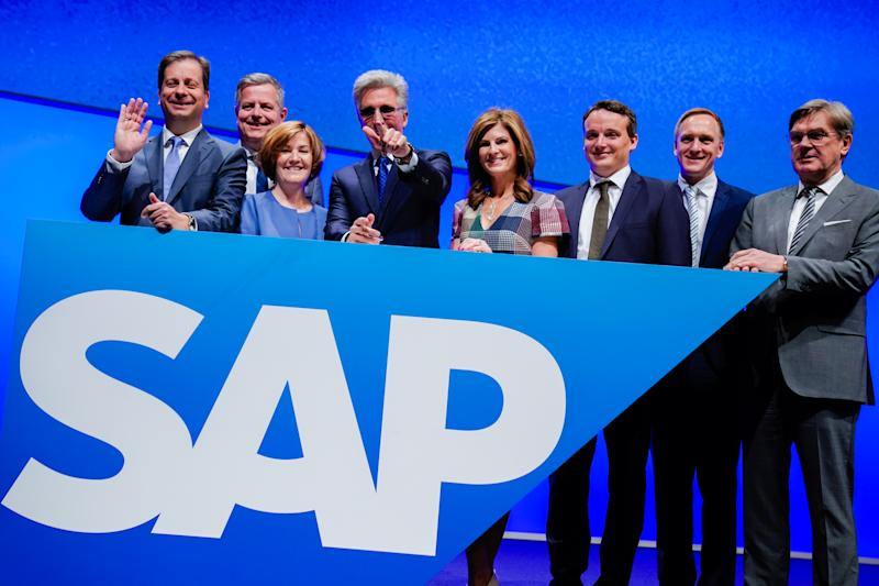 15 May 2019, Baden-Wuerttemberg, Mannheim: Luka Mucic (l-r), Chief Financial Officer, Stefan Ries, Chief Human Resources Officer, Adaire Fox-Martin, Global Customer Operations, Bill McDermott, Chief Executive Officer, Jennifer Morgan, Member of the Executive Board, Christian Klein, Chief Operating Officer, Jürgen Müller, Chief Technology Officer, and Michael Kleinemeier, SAP Digital Business Services, stand behind a corporate logo at SAP's Annual General Meeting. Photo: Uwe Anspach/dpa (Photo by Uwe Anspach/picture alliance via Getty Images)