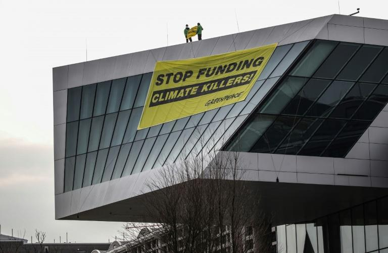 Greenpeace urged the ECB to support the transition to renewable energy and to align itself with the Paris climate agreement