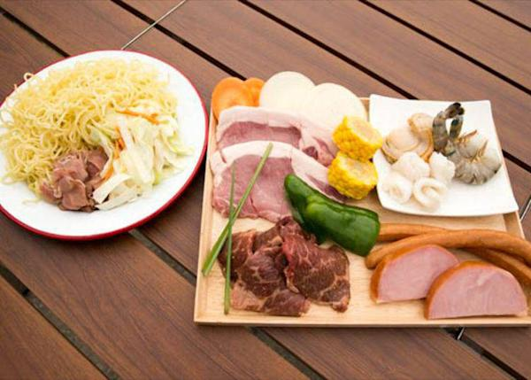 ▲Variety Set (¥2480, tax not included; *photo shows 2 servings). Included shrimp and scallops along with meat.