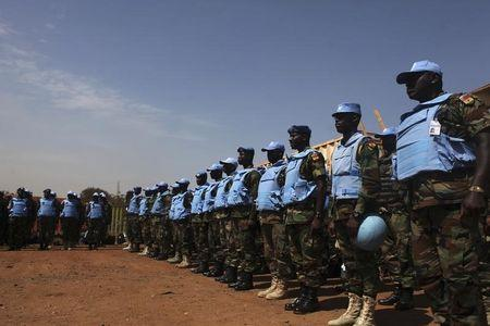 Ghanian UN peacekeepers who have just arrived are standing at attention in Juba