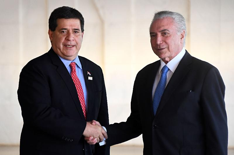 Brazilian President Michel Temer, right, shakes hands with Paraguay's President Horacio Cartes at the December 2017 Mercosur summit in Brasilia (AFP Photo/EVARISTO SA)
