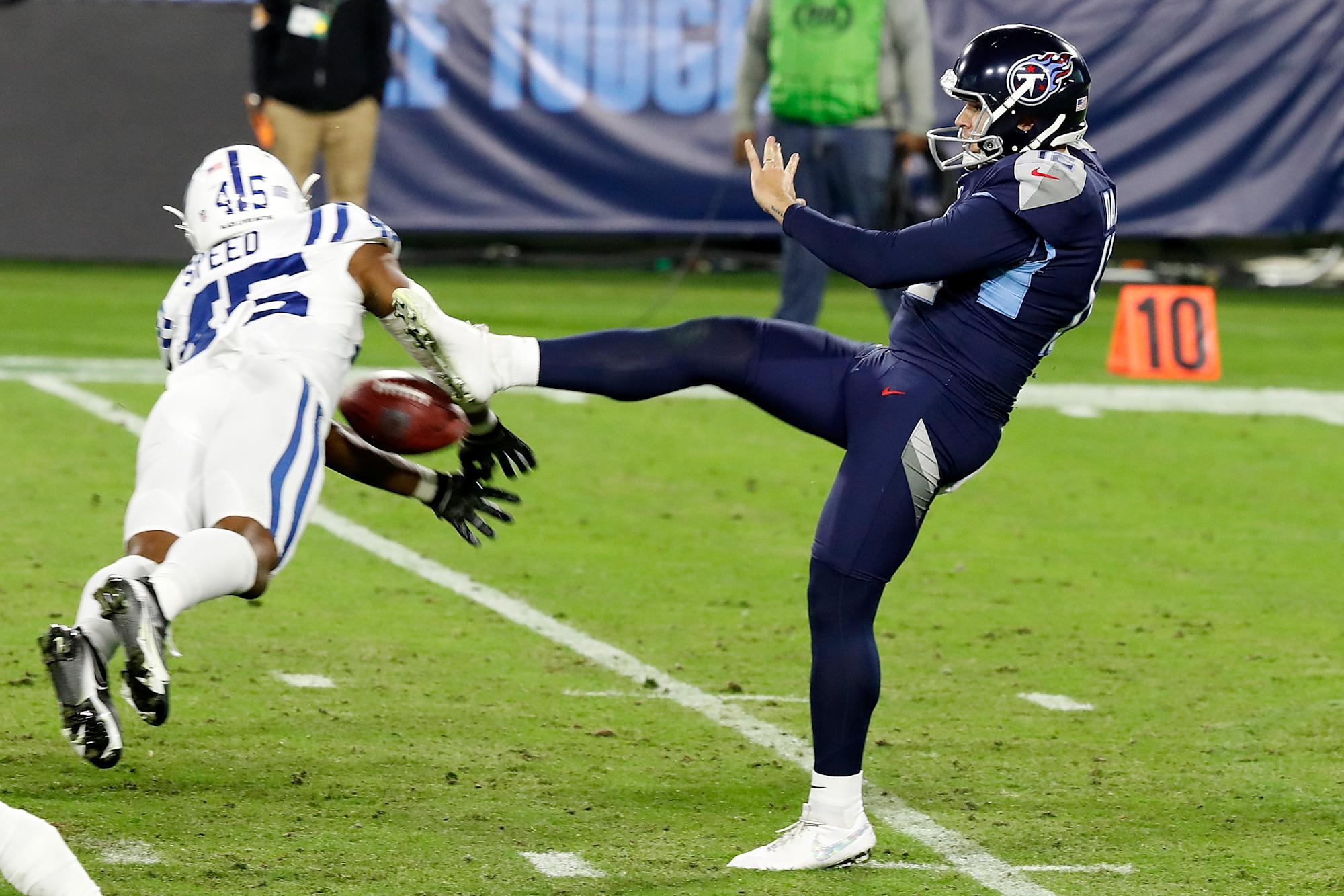 NFL: Titans punter signed from FedEx has brutal night