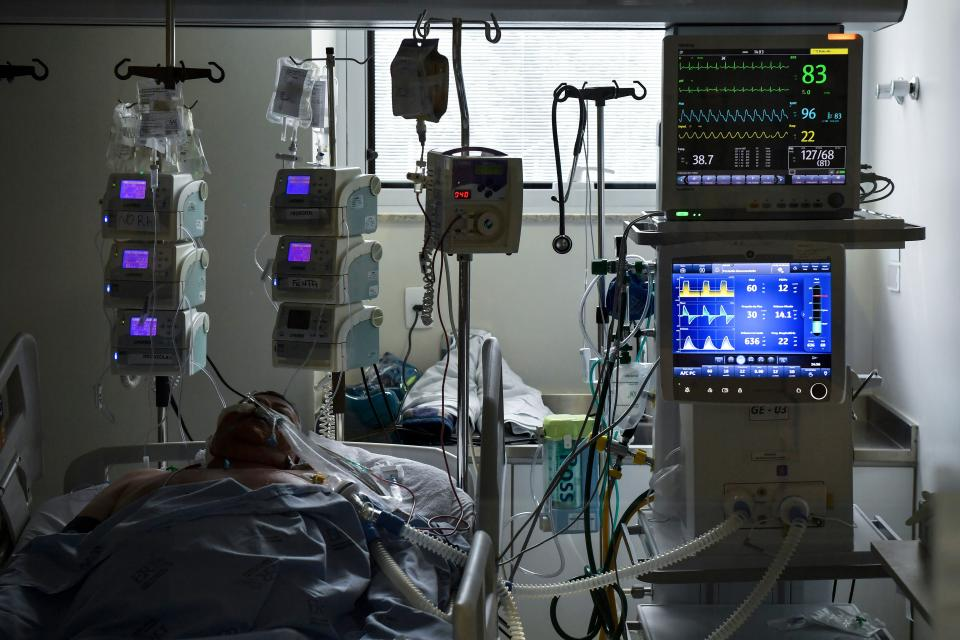 A COVID-19-infected patient is seen at the Intensive Care Unit, in the Emilio Ribas hospital in Sao Paulo, Brazil on September 30, 2020. - On October 10, Brazil passed the bleak marker of 150,000 deaths from Covid-19, the health ministry said, as the rate of coronavirus infections continues to slow in the South American country. (Photo by NELSON ALMEIDA / AFP) (Photo by NELSON ALMEIDA/AFP via Getty Images)