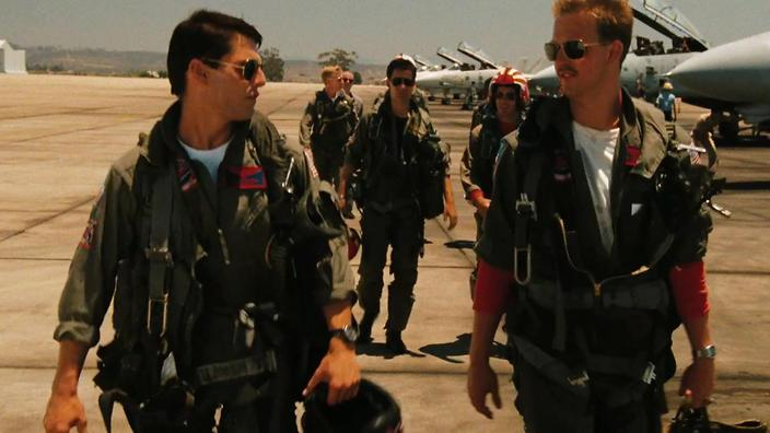 Tom Cruise's Maverick & Anthony Edwards' Goose enter the danger zone in 'Top Gun' (credit: Paramount)