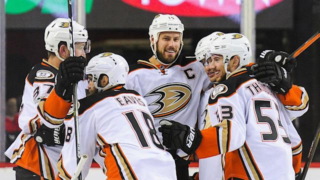 The Anaheim Ducks won 3-1 in game four to progress from their opening-round Western Conference playoff tie.