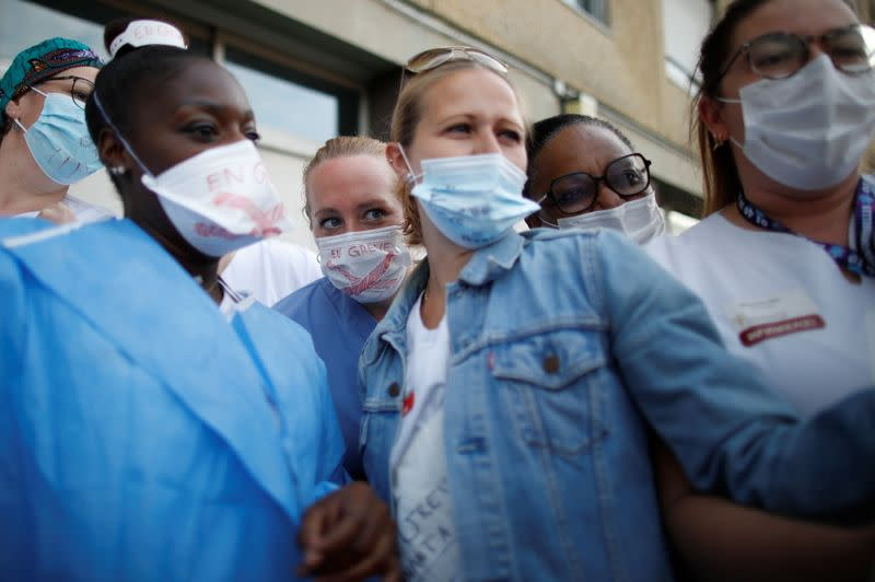 French Intensive Care Unit medical staff on strike near Paris