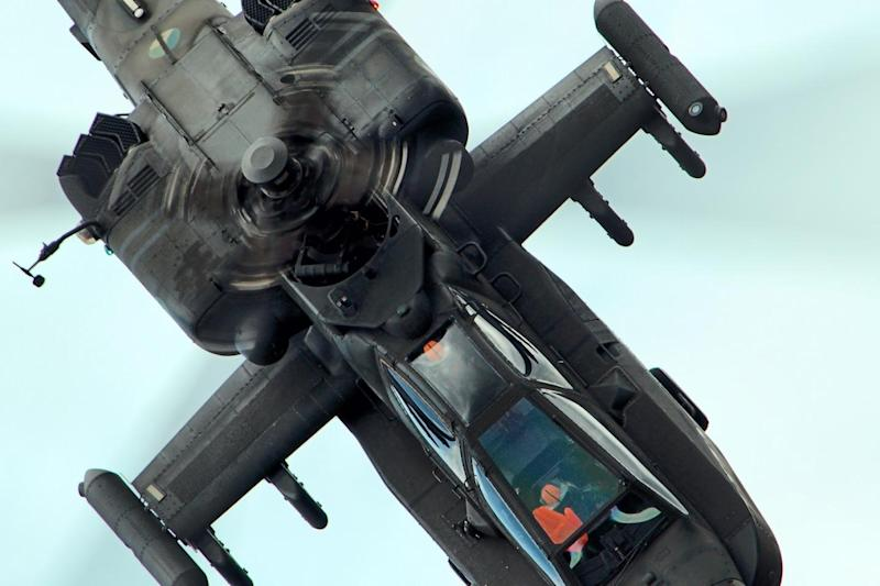 The Anti Helicopter Parents Plea Let >> Boeing S New Ah 64 Apache Attack Helicopter Might Just Be A Re Run