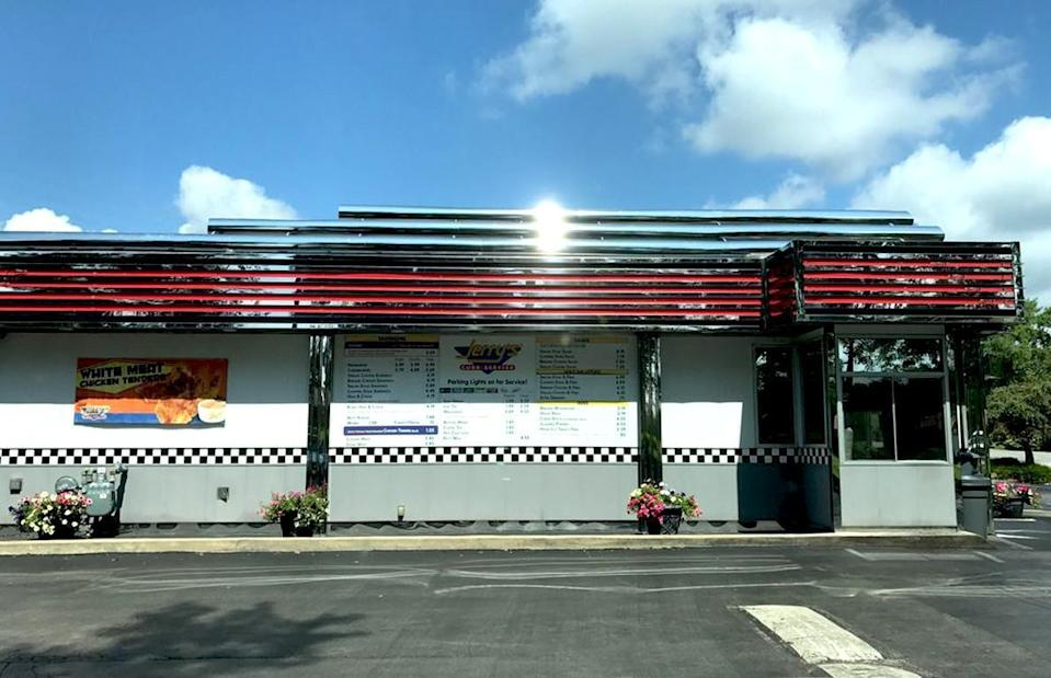 """<p>A true local joint, Jerry's Curb Service doesn't have a whole lot of frills to it. You'll find burgers, chicken and steak sandwiches, chicken tenders, breaded mushrooms and other classics. Regardless of your order, be sure to douse your food in Jerry's sauce, a sort of twist on<a href=""""https://www.thedailymeal.com/recipes/copycat-mayochup-recipe-0?referrer=yahoo&category=beauty_food&include_utm=1&utm_medium=referral&utm_source=yahoo&utm_campaign=feed"""" rel=""""nofollow noopener"""" target=""""_blank"""" data-ylk=""""slk:mayochup"""" class=""""link rapid-noclick-resp""""> mayochup</a> with additional seasonings.</p>"""