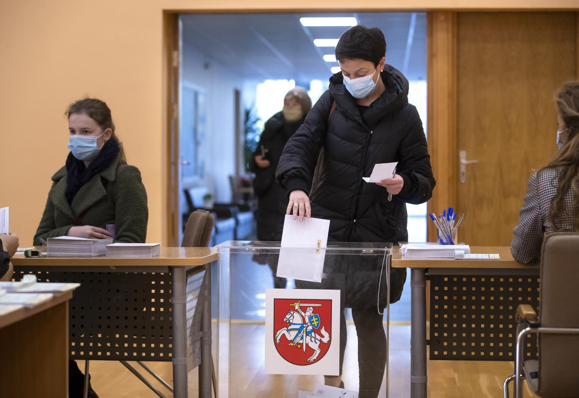 Virus, economy top concerns as Lithuanians vote in runoff