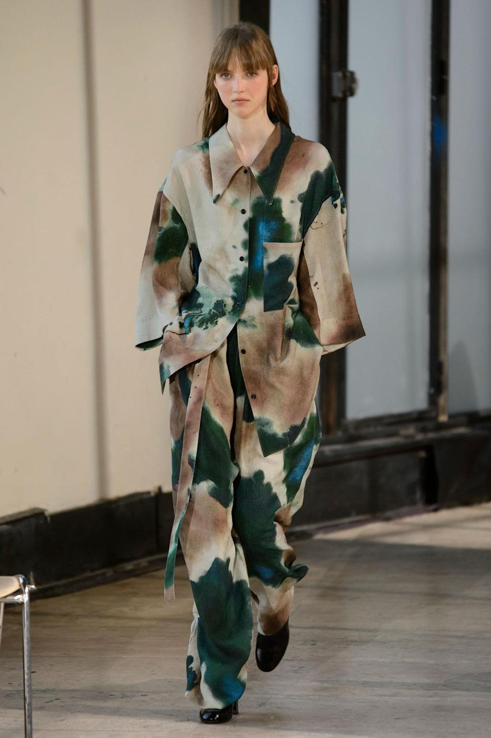 <p>Matching tie dye shirt and bottoms from the SS18 Lemaire collection. (Photo: ImaxTree) </p>