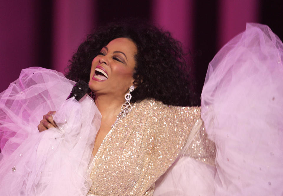 Diana Ross performs onstage during the Nobel Peace Prize concert in Oslo December 11, 2008. REUTERS/Ints Kalnins (NORWAY)