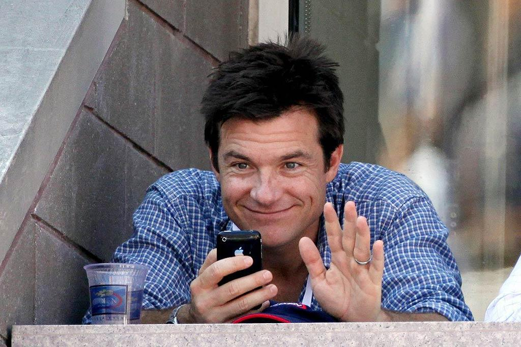"""Extract"" star Jason Bateman waves to some fans from his box seat while enjoying a beer and texting on his iPhone. Juan Soliz/<a href=""http://www.pacificcoastnews.com/"" target=""new"">PacificCoastNews.com</a> - September 5, 2009"