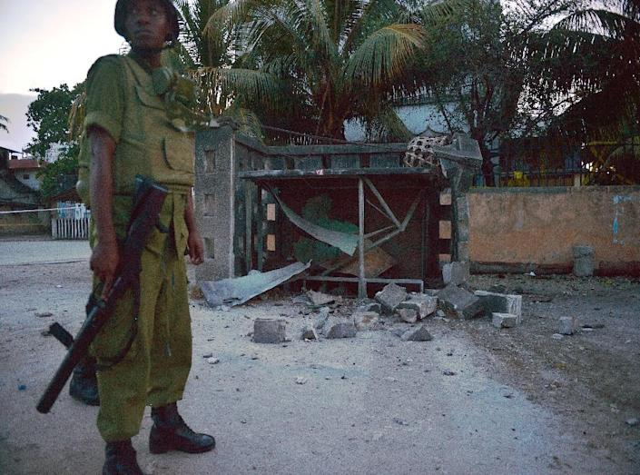 A Tanzanian serviceman stands guard at the site of a controlled detonation of a suspected improvised explosive device (IED) on October 30, 2015 in Zanzibar's 'darajani' neighbourhood (AFP Photo/Tony Karumba)