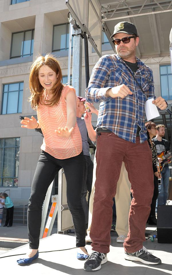 """Scranton Wrap Party"" -- Ellie Kemper, Rainn Wilson"