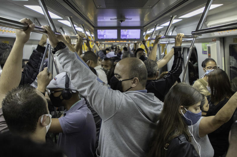 Movement of people in the Line 4 Yellow wagon of the S�o Paulo subway this June 17, 2020 in Sao Paulo, Brazil. State recorded record deaths from Covid-19 for two straight days this week. (Photo: Bruno Rocha/Fotoarena/Sipa USA)