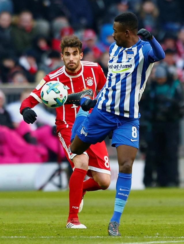 Soccer Football - Bundesliga - Bayern Munich vs Hertha BSC - Allianz Arena, Munich, Germany - February 24, 2018 Hertha Berlin's Salomon Kalou in action with Bayern Munich's Javi Martinez REUTERS/Michaela Rehle DFL RULES TO LIMIT THE ONLINE USAGE DURING MATCH TIME TO 15 PICTURES PER GAME. IMAGE SEQUENCES TO SIMULATE VIDEO IS NOT ALLOWED AT ANY TIME. FOR FURTHER QUERIES PLEASE CONTACT DFL DIRECTLY AT + 49 69 650050