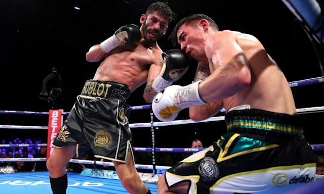 """<span class=""""element-image__caption"""">Anthony Crolla, right, in action against Venezuelan Jorge Linares at Manchester Arena.</span> <span class=""""element-image__credit"""">Photograph: Alex Livesey/Getty Images</span>"""